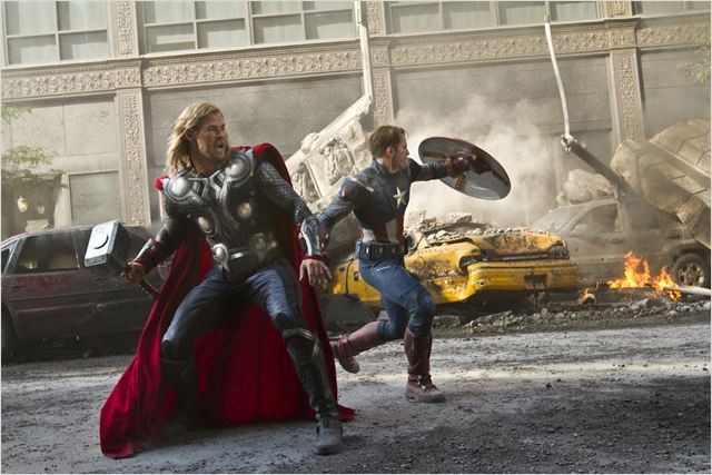 Thor et Captain America en pleine bataille dans The Avengers