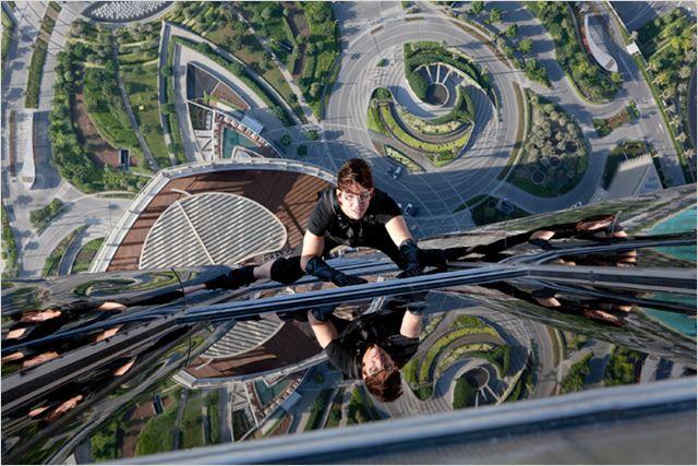 L'agent Ethan Hunt (Tom Cruise) ne recule devant rien... pas même une séance d'escalade sur la plus haute tour du Monde !
