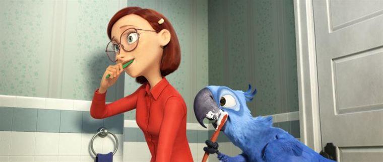 Blu vit avec Linda depuis des années, et est maintenant un ara bleu domestique