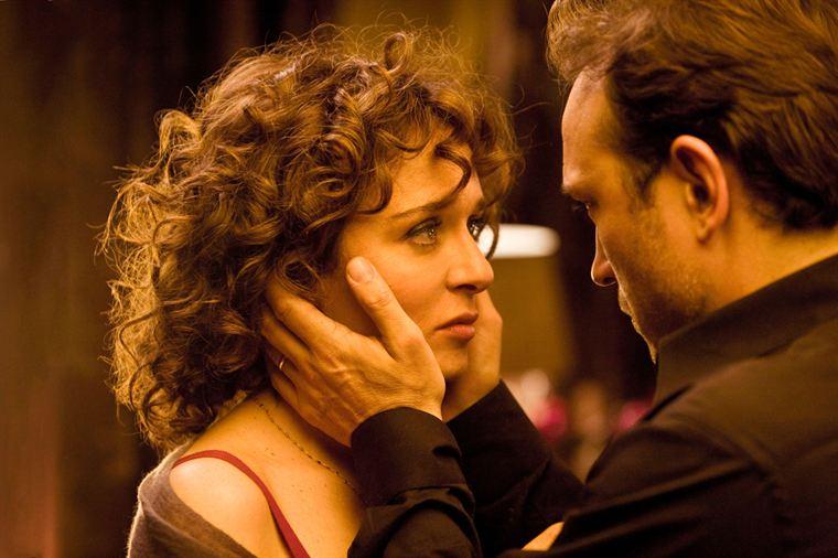 Billie (Valeria Golino) et Louis (Vincent Perez) doivent faire face à une terrible nouvelle