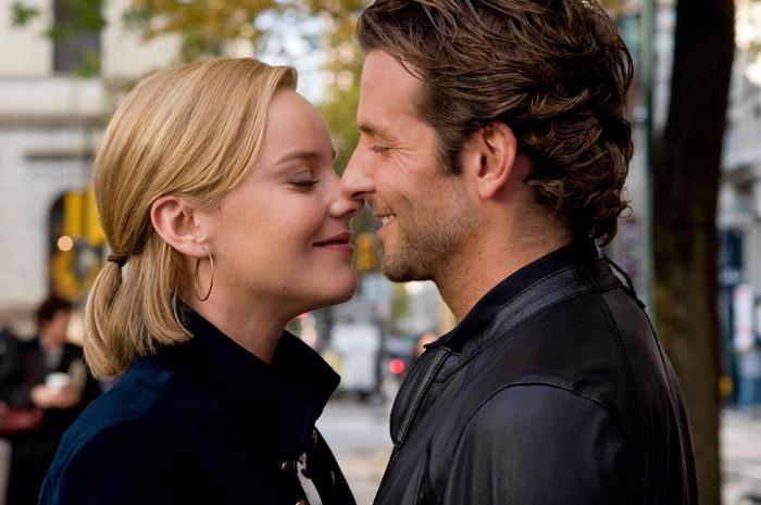 Eddie Morra (Bradley Cooper) et sa petite amie Lindy (Abbie Cornish)