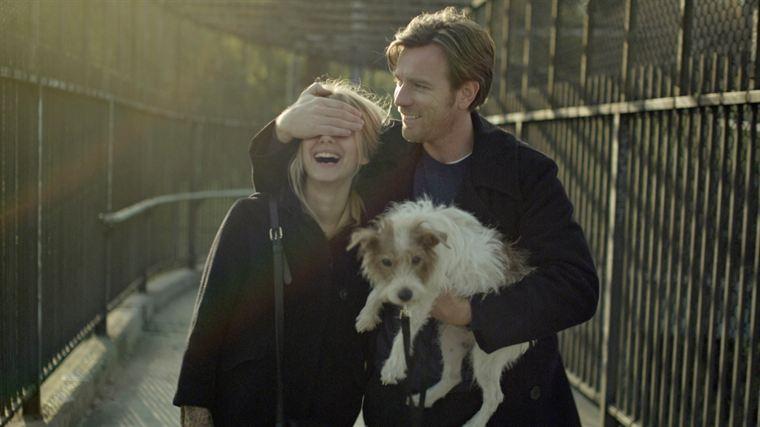 Anna (Mélanie Laurent) et Oliver (Ewan McGregor) apprennent à se connaître, en compagnie de l'omniprésent Arthur (Cosmo)