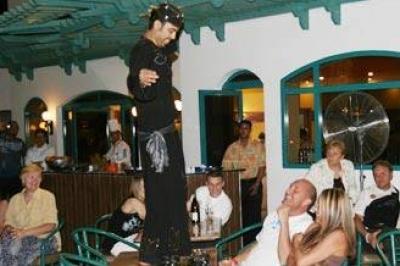 رجال يمتهنون الرقص الشرقي في مصر وينافسون الراقصات الشهيرات