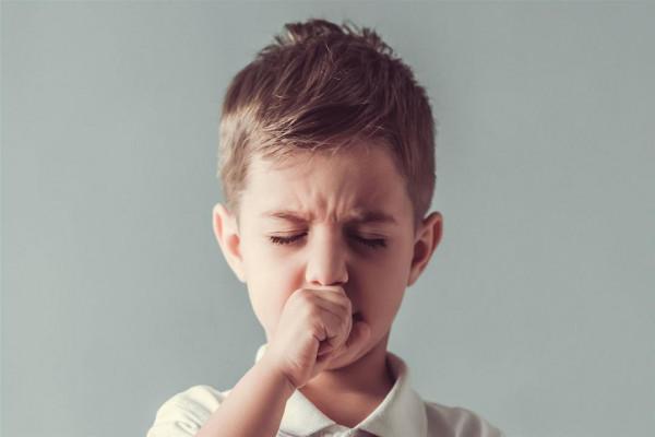 طفلك يعاني من الكحة؟ إليكِ أنواعها وطرق العلاج 3