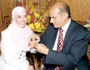 شاهد الفنانة منى عبدالغنى فى صور لها مع زوجها لم تشاهدها من قبل