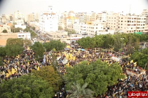 (صور وفيديو) الآلاف يشاركون في إيقاد شعلة انطلاقة الثورة الفلسطينية في غزة