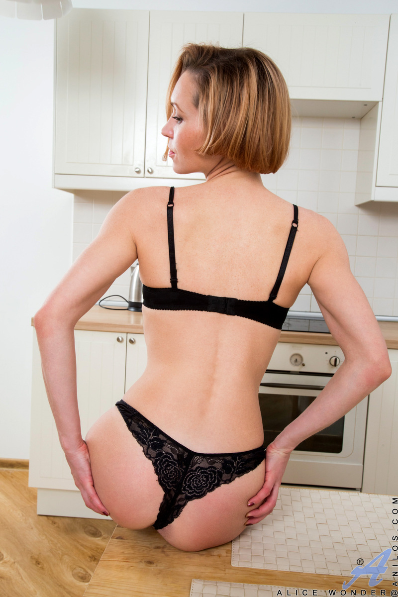 Anilos.com - Alice Wonder: Hot Housewife