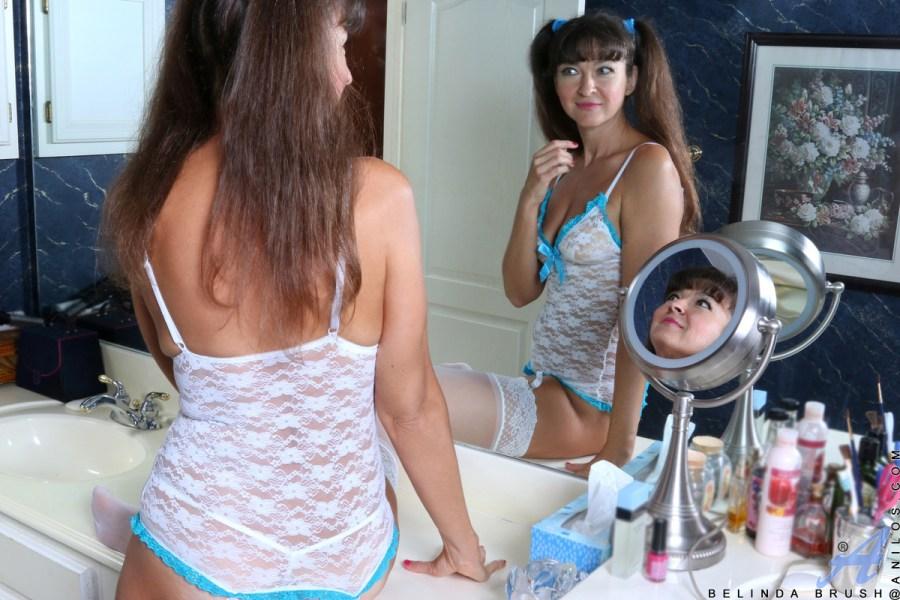 Anilos.com - Belinda Brush: Experienced Woman