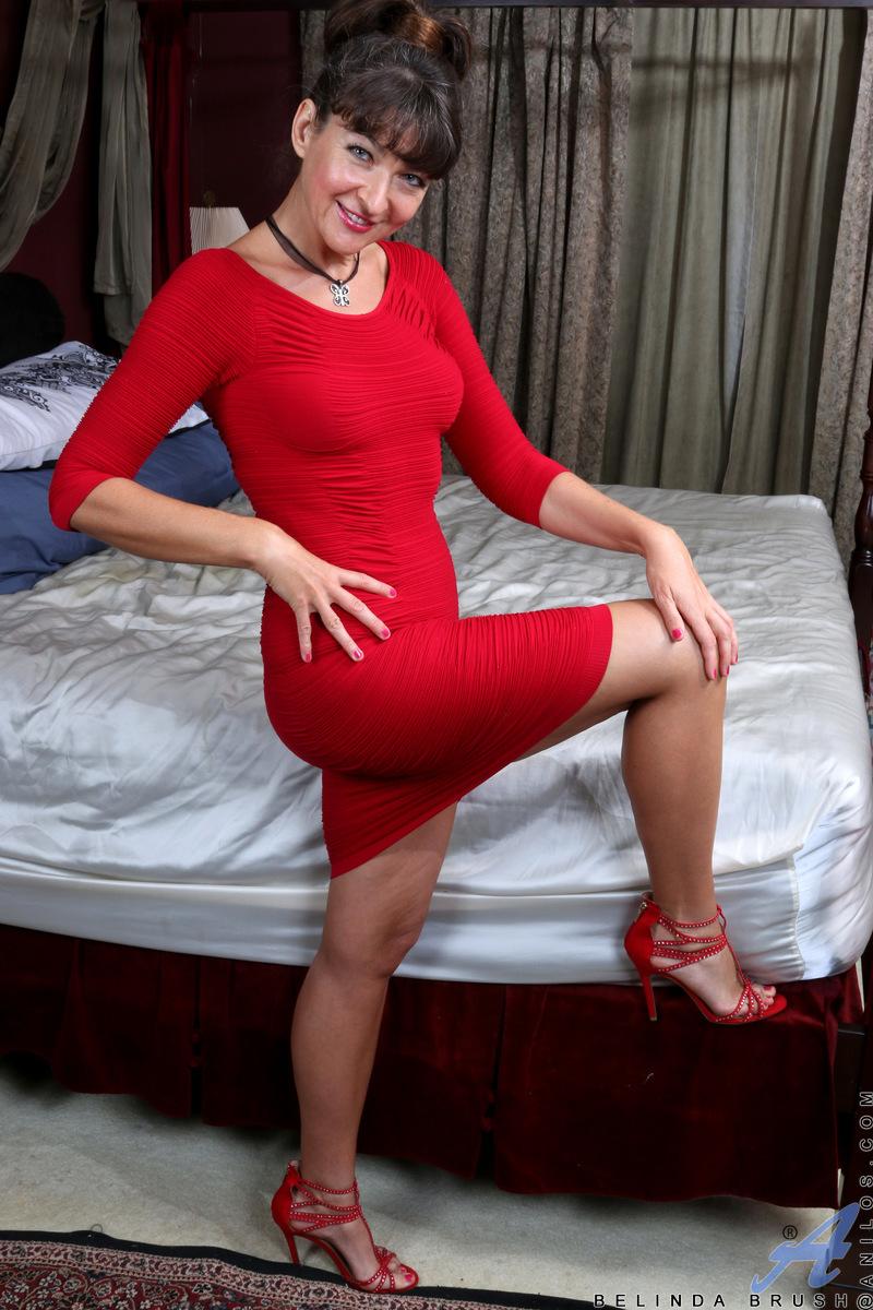 Anilos.com - Belinda Brush: Spread Legs