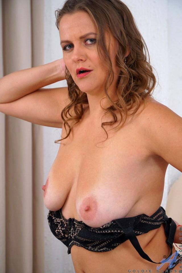 Anilos.com - Goldie Glass: Orgasmic