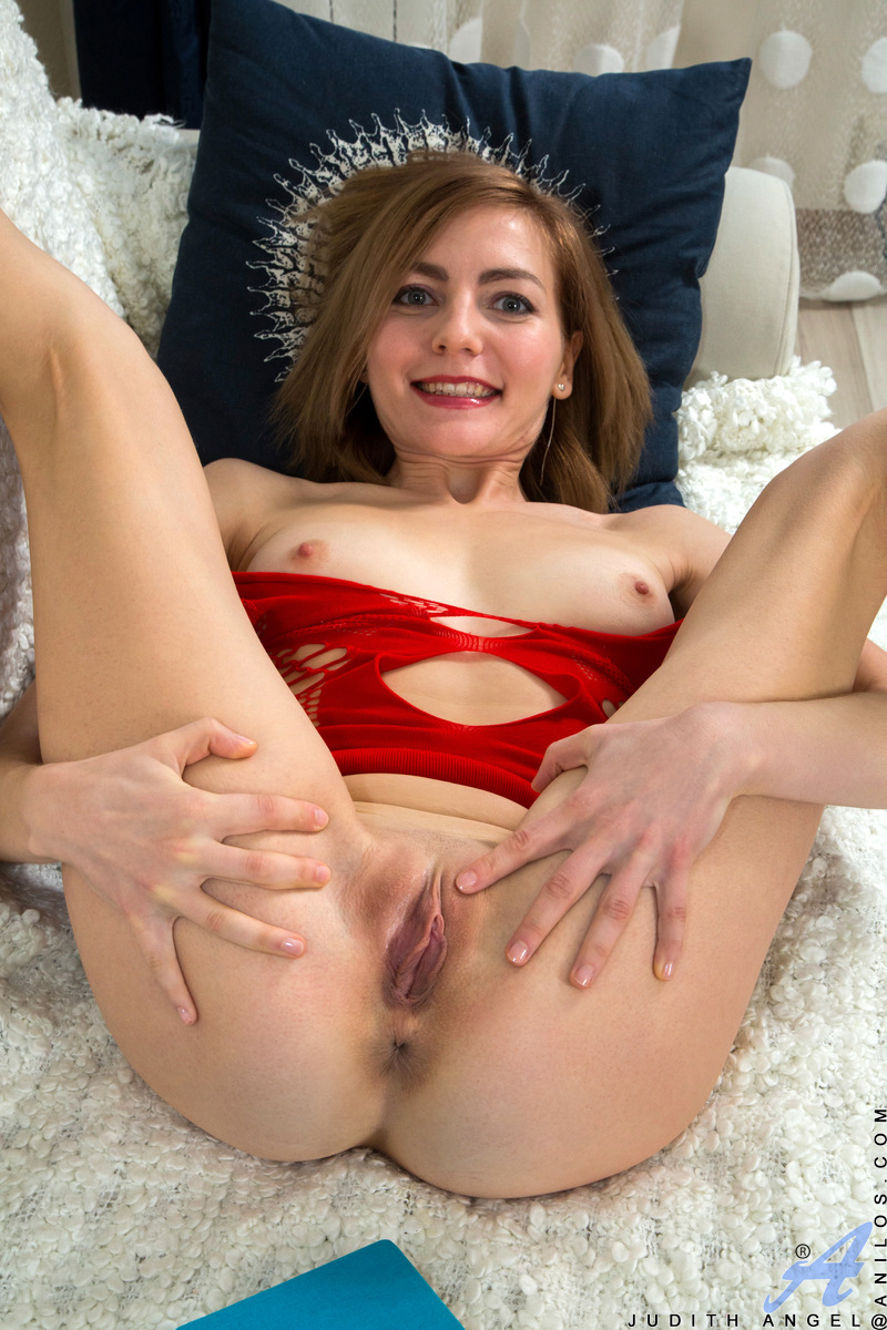 Anilos.com - Judith Angel: Red Hot