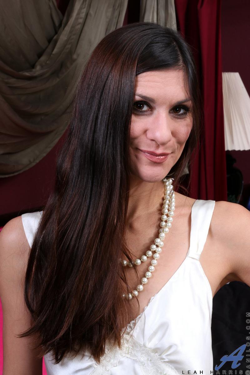 Anilos.com - Leah Harris: Amateur Milf