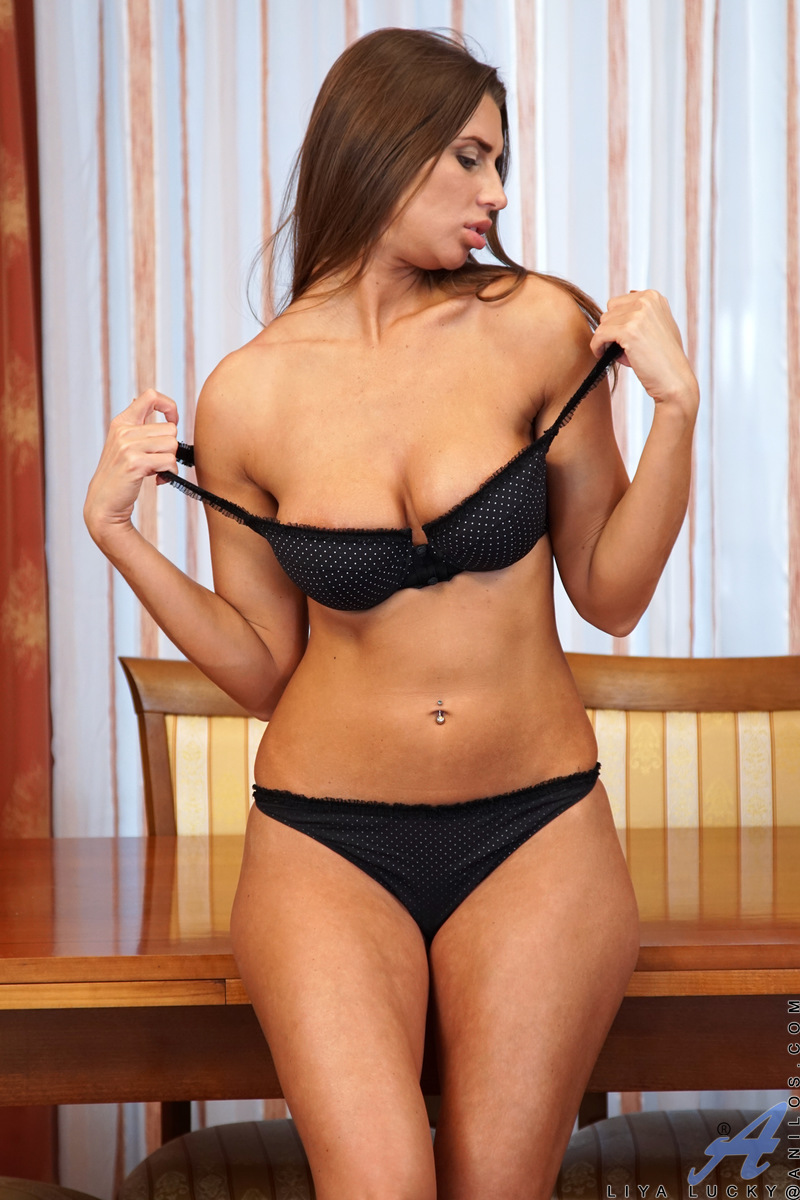 Anilos.com - Liya Lucky: Curvy Russia Beauty