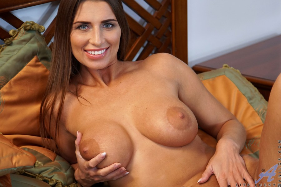Anilos.com - Liya Lucky: Smother Me