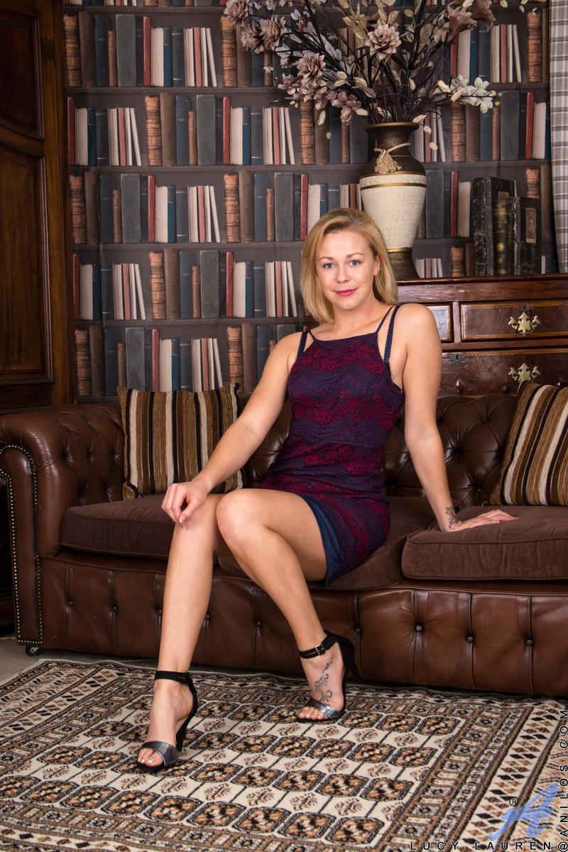 Anilos.com - Lucy Lauren: Seductive Blonde