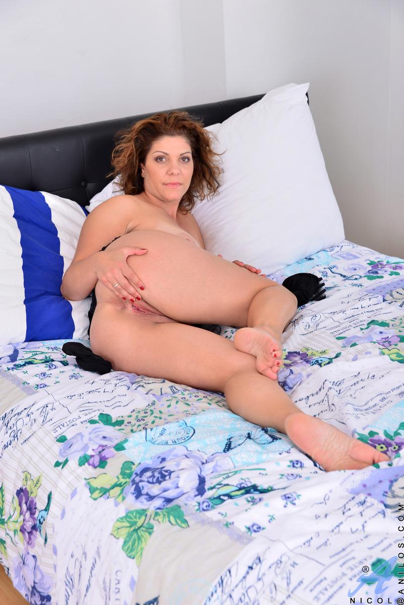 Anilos.com - Nicol: Natural Tits