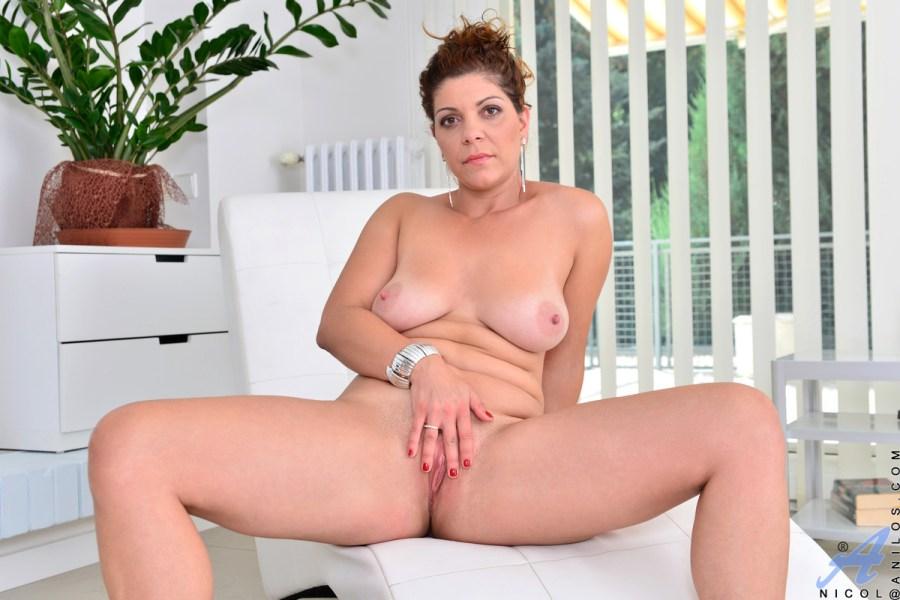 Anilos.com - Nicol: Skin Tight