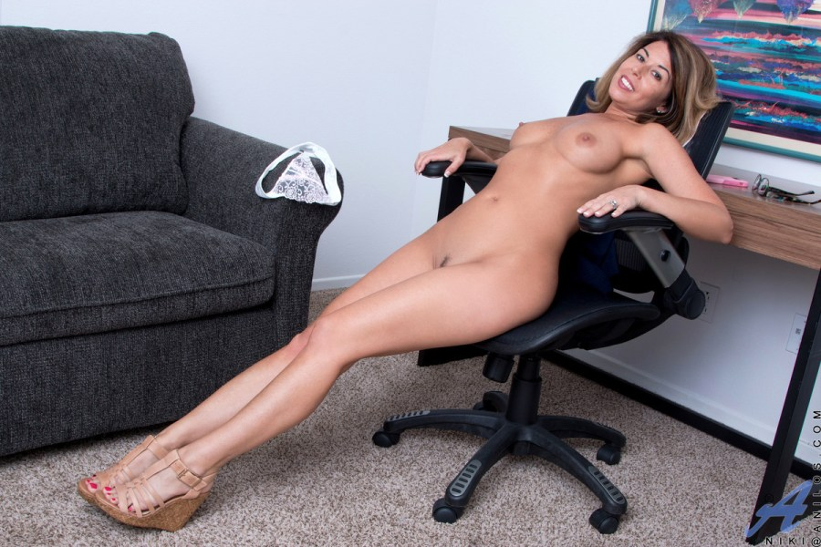 Anilos.com - Niki: American Milf