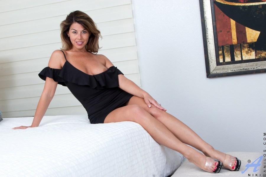 Anilos.com - Niki: First Timer