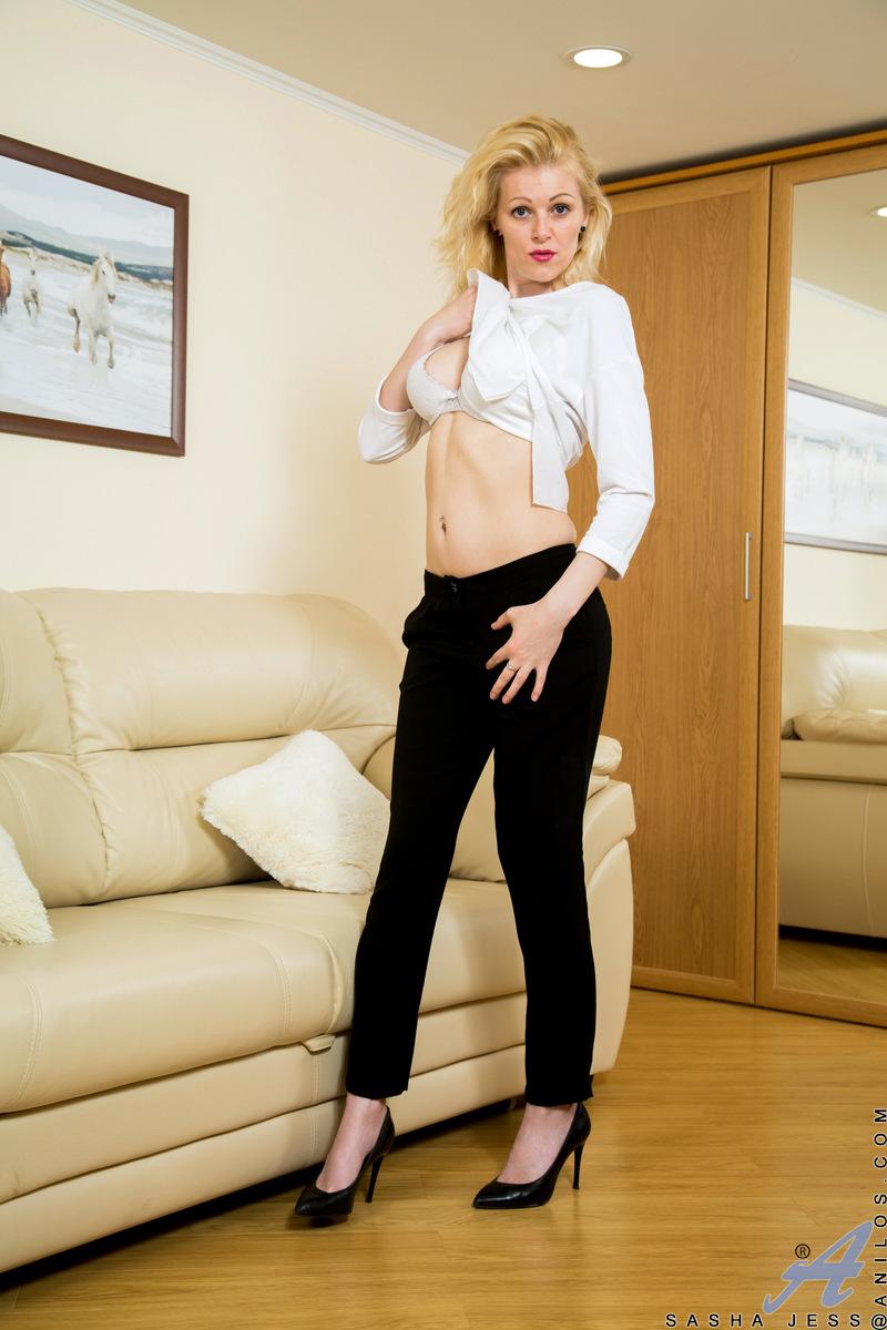 Anilos.com - Sasha Jess: Horny Blonde