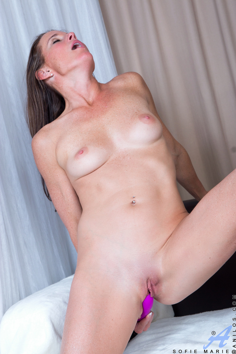 Anilos.com - Sofie Marie: Playtime