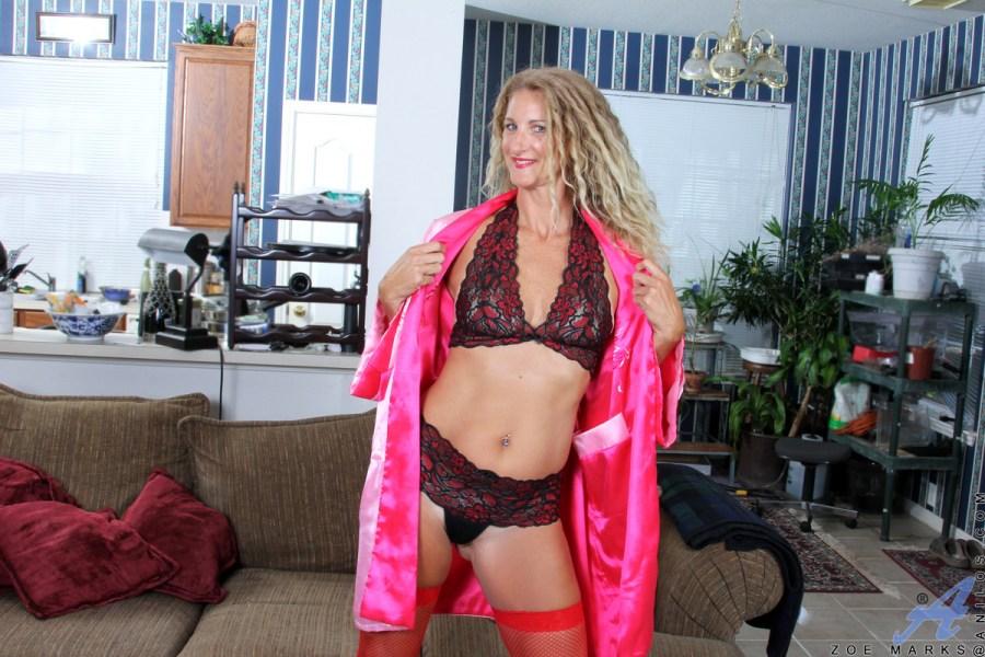Anilos.com - Zoe Marks: Toy Lover