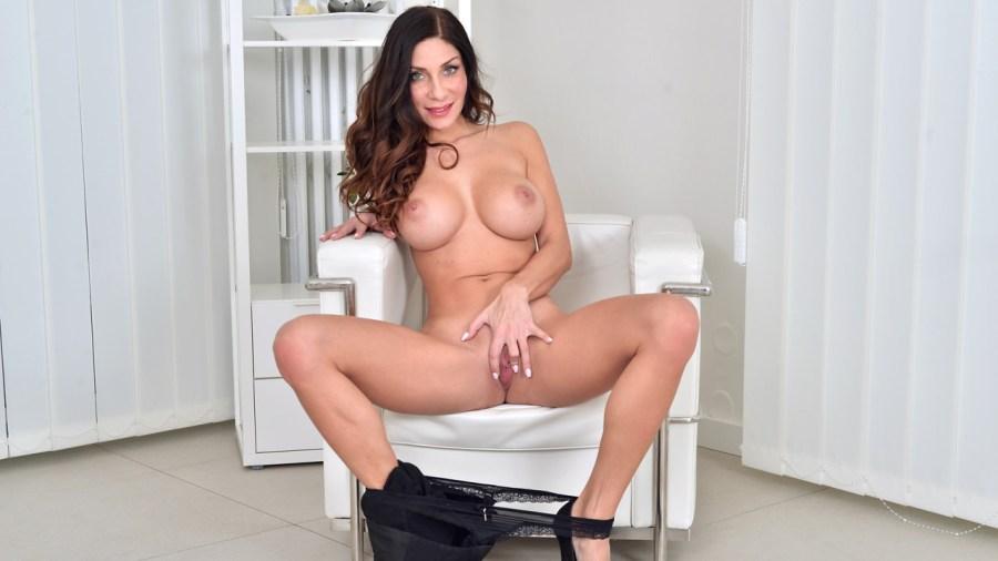Anilos.com - Rachel Evans: In Bloom