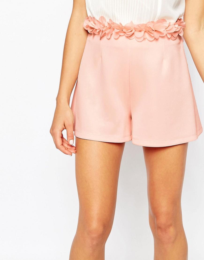 Imagen 3 de Pantalones cortos para ocasiones especiales con detalle de flores en 3D en la cinturilla de ASOS