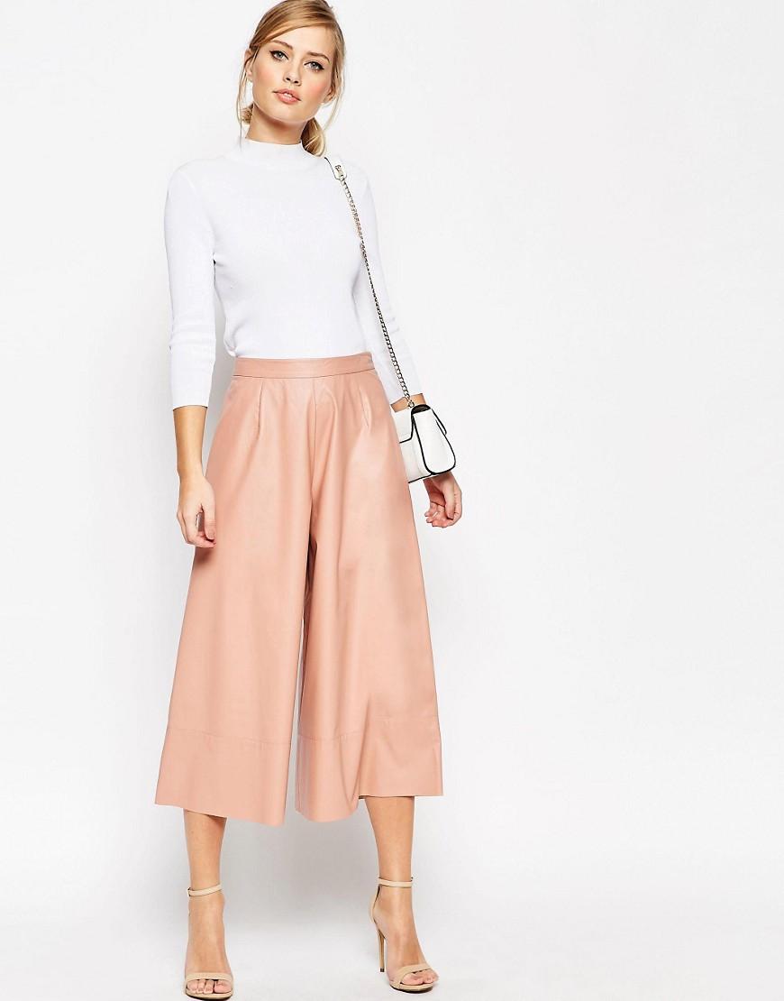 Imagen 1 de Falda pantalón con diseño estructurado en tejido de efecto cuero de ASOS