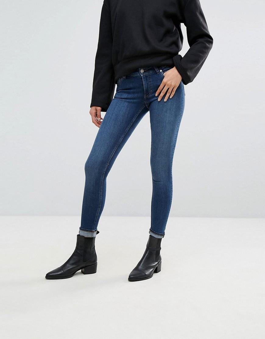 Cheap Monday - Hautenge Jeans mit tiefen Bund - Blau
