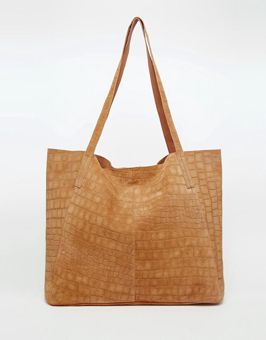 Imagen 1 de Bolso shopper con diseño en relieve de efecto piel de cocodrilo en ante de ASOS
