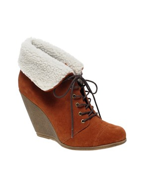 rust shearling boot