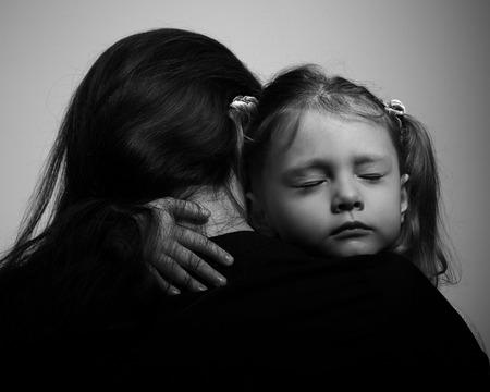 Les choses à faire et ne pas faire pour parler de la mort à un enfant