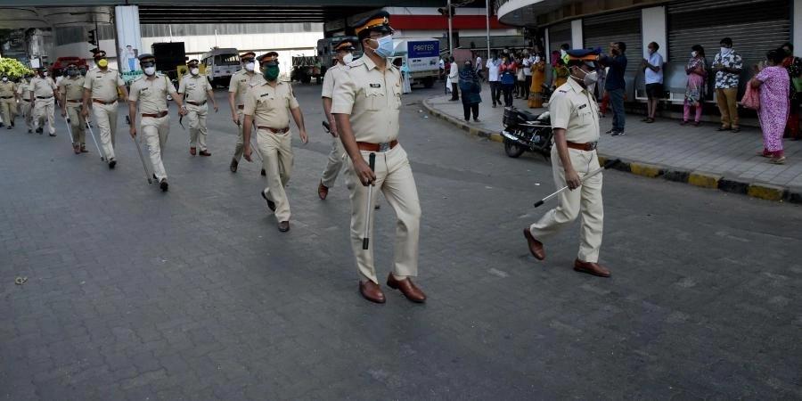औरंगाबाद में पुलिस पर पथराव
