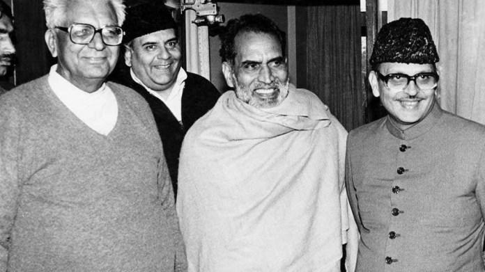 विपक्षी राजनीति की लामबंदी दौरान (बाएं से ) चौधरी देवीलाल, अरुण नेहरू, चंद्रशेखर और वी.पी.सिंह