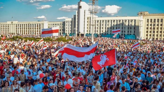 Belarus protests: Shaken strongman Lukashenko turns to Putin - Axios