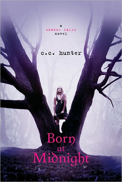 """""""Родена в полунощ"""" от К. К. Хънтър"""