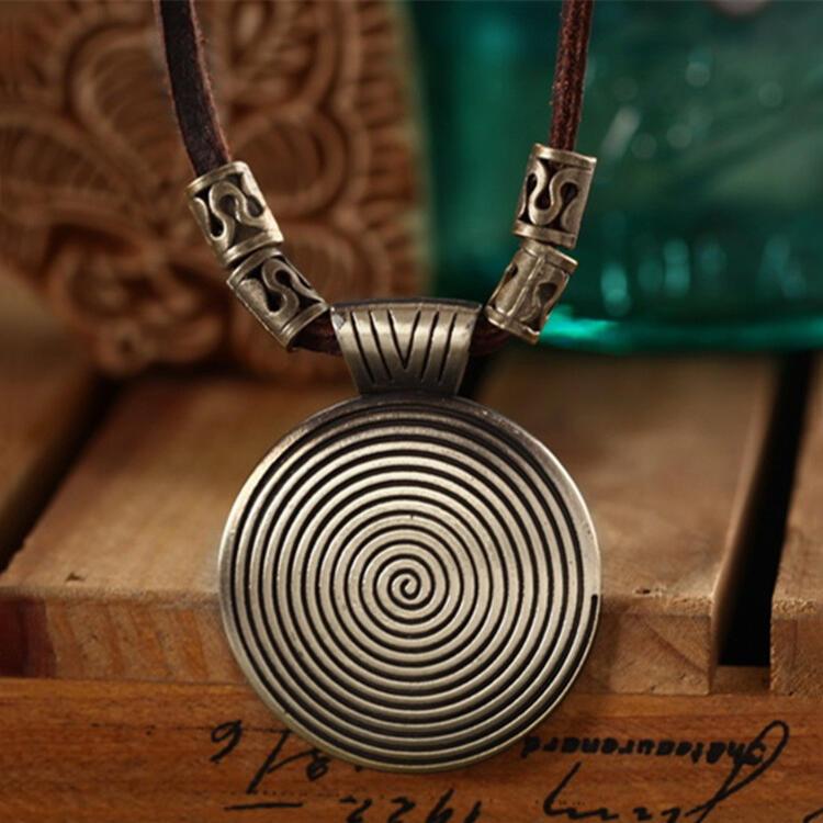 Vintage Thread Round Pendant Leather Necklace