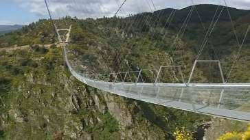 Le pont pédestre suspendu le plus long du monde s'est ouvert au Portugal
