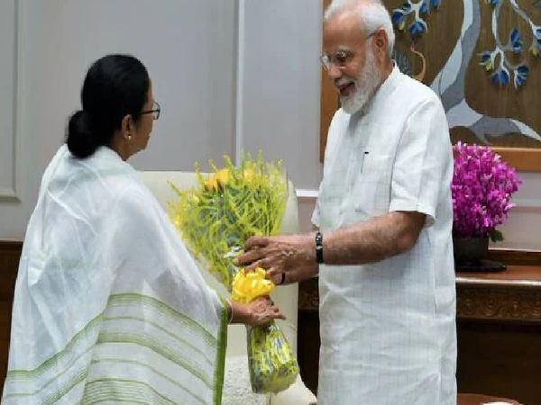 The dispute between Mamata and Modi is old.  Recently, CM Mamata did not attend the meeting of PM Kovid.  Earlier, on the storm of Amfan, Trinamool also alleged that the Center is discriminating against it.