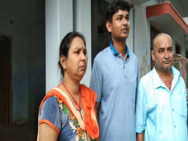 शिवांगी सिंह का पूरा परिवार।