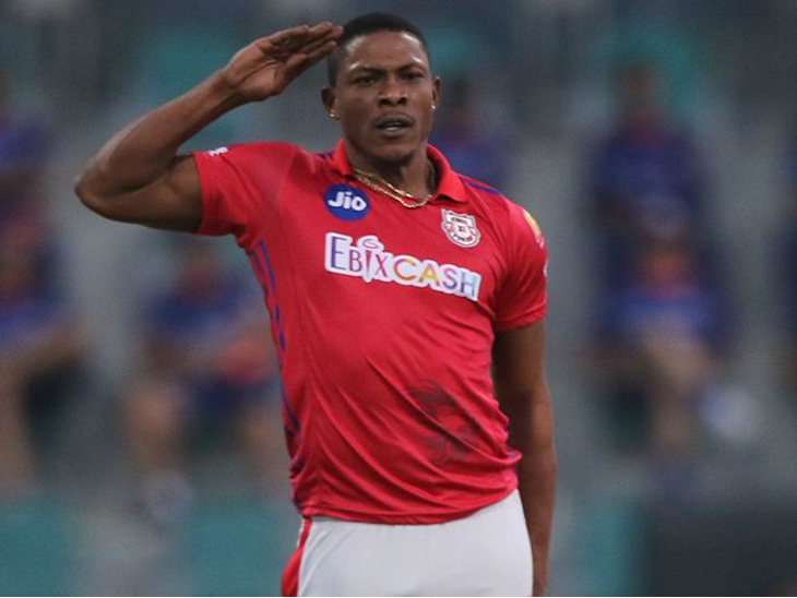 Sheldon Cottrell dismissed Mumbai opener Quinton Dickock in the very first over of the match.