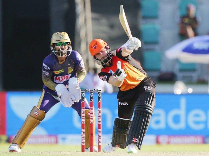 हैदराबाद के लिए केन विलियम्सन ने पारी की शुरुआत की और 28 बॉल पर 36 रन बनाए।