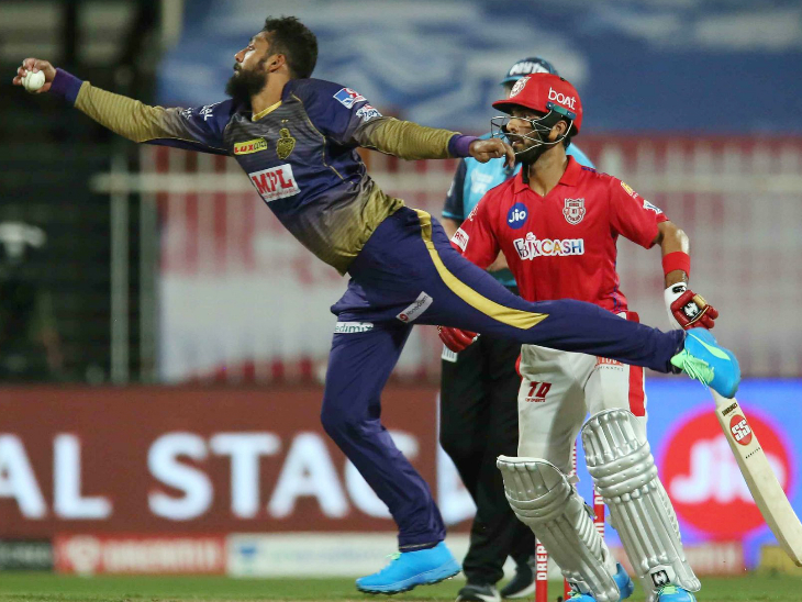 Varun Chakraborty of KKR, who took the last match wicket, dismissed Lokesh Rahul in this match.