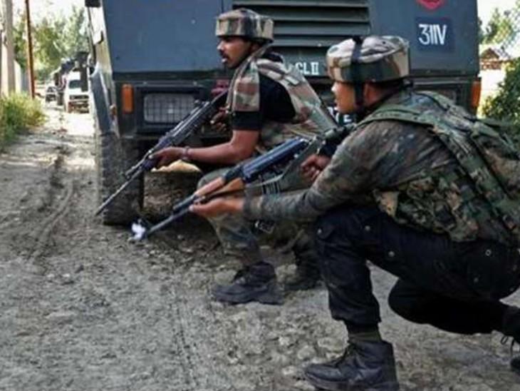 कश्मीर के शोपियां में फिर एनकाउंटर:सुरक्षाबलों ने तीन आतंकियों को मार गिराया; दो दहशतगर्द मस्जिद में छिपकर कर रहे हैं फायरिंग, उन्हें समझाने के लिए इमाम को भेजा गया