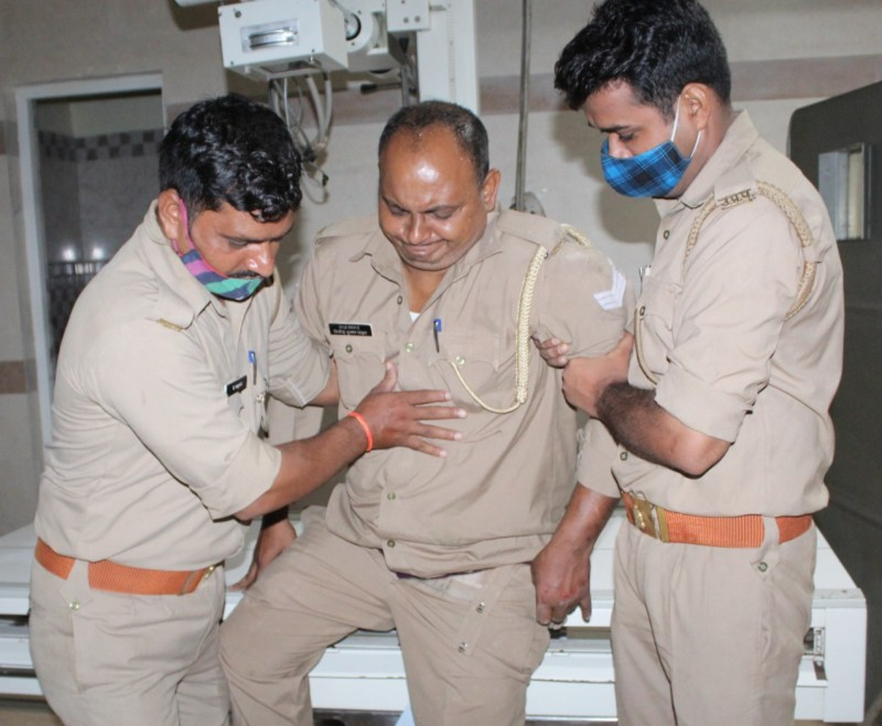The police was investigating the falling of brick at the temple gate, during which the stone of the roof broke and constable Vinod Yadav was injured.