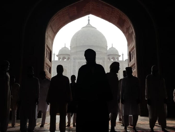 People offering Namaz at the mosque located in the Taj Mahal, Agra.