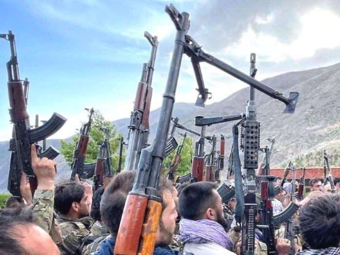 तालिबान से खुद को असुरक्षित महसूस करने वाले हजारों लोग पंजशीर की ओर पलायान कर रहे हैं। वे यहां नॉदर्न अलायंस के साथ तालिबान के खिलाफ बंदूक उठा चुके हैं।