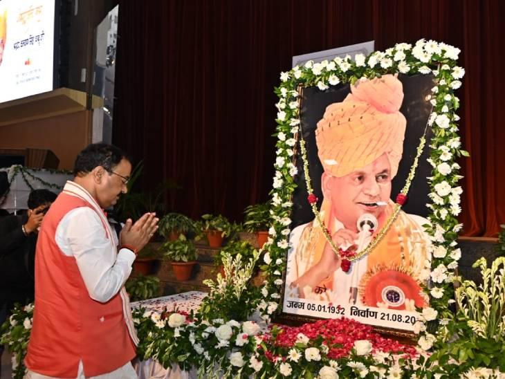 केशव मौर्य ने कल्याण सिंह को श्रद्धांजलि दी।