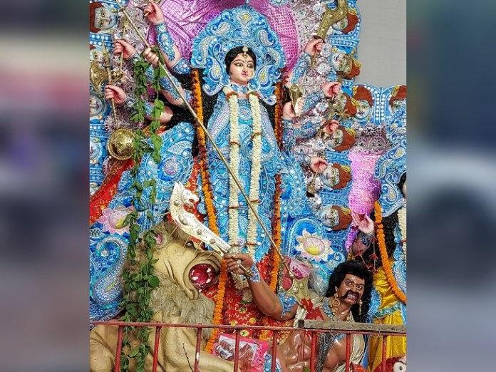 Statue of Mata in the pandal located on Nala Road.